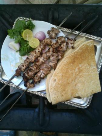 کباب کنجه با تپ تپی که  نانی محلیست